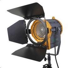 Студийный галогенный осветитель GreenBean Fresnel 1000 Вт с линзой Френеля